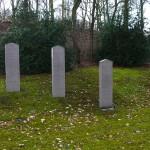 Gedenkstein, Namensstelen und Informationstafel